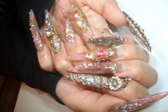 Dramatic gyaru nails