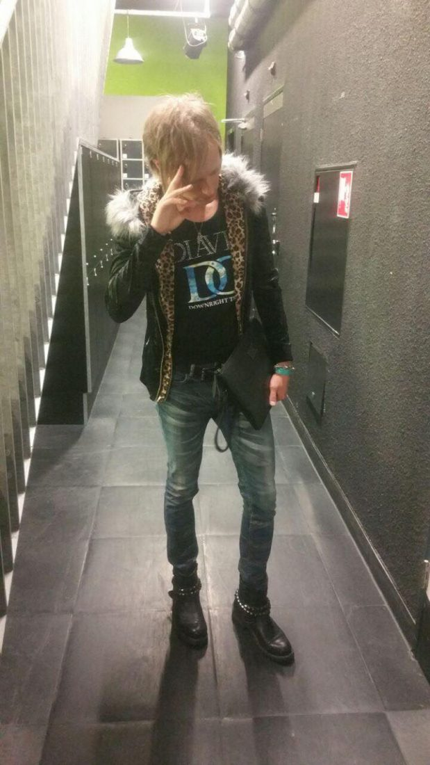 gaijin gyaruo Wes wearing Diavlo